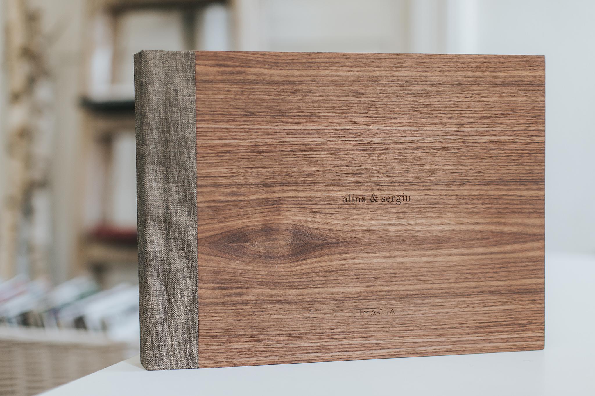 Album foto de nunta cu coperta din lemn