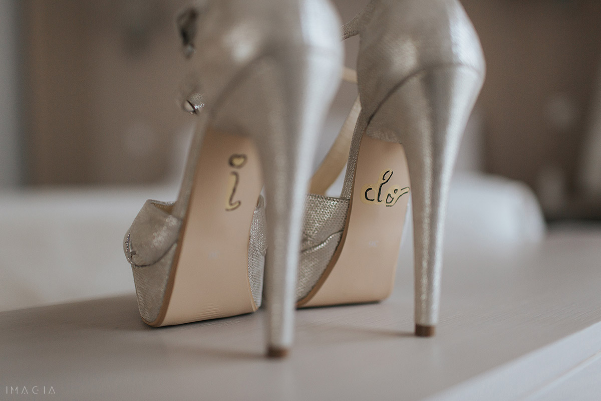 pantofi de nunta in satu mare