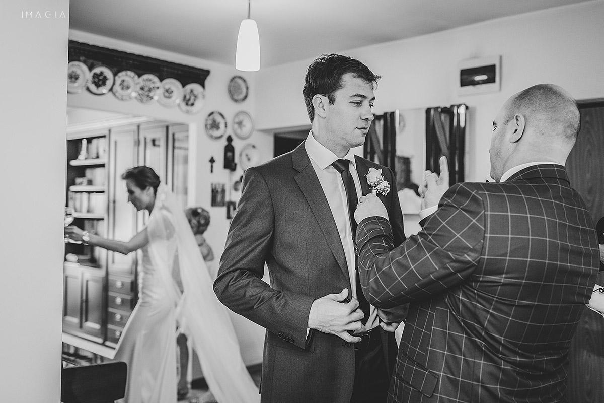 Pregatirile mirelui la o nunta in Baia Mare fotografiata de imagia.ro