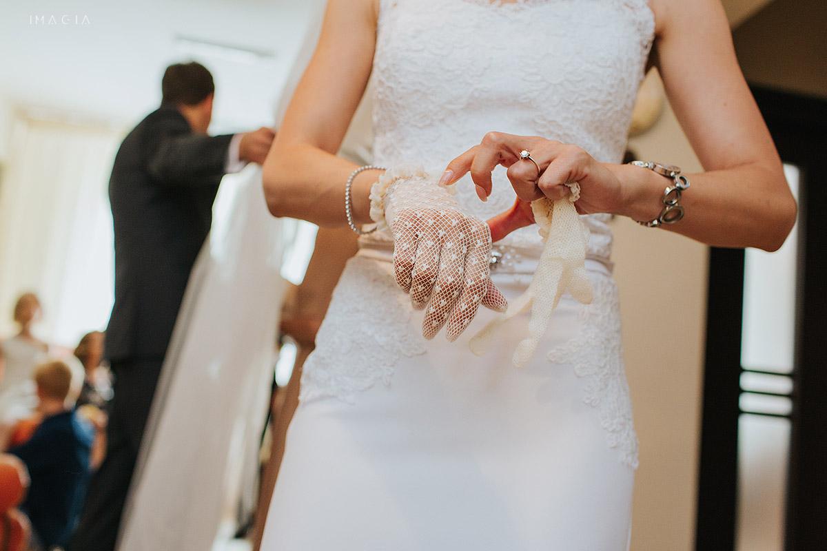 Manusi de mireasa la o nunta in Baia Mare fotografiata de imagia.ro