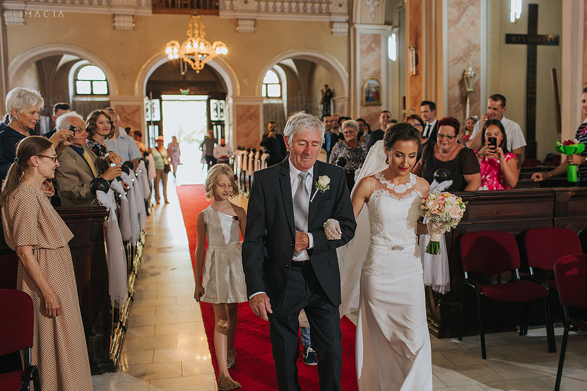 Slujba religioasa la o nunta in Baia Mare fotografiata de imagia.ro
