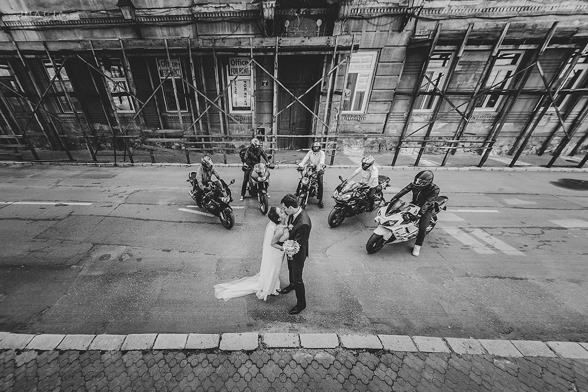 Fotografie de nunta cu motociclete la o nunta in Baia Mare fotografiata de imagia.ro