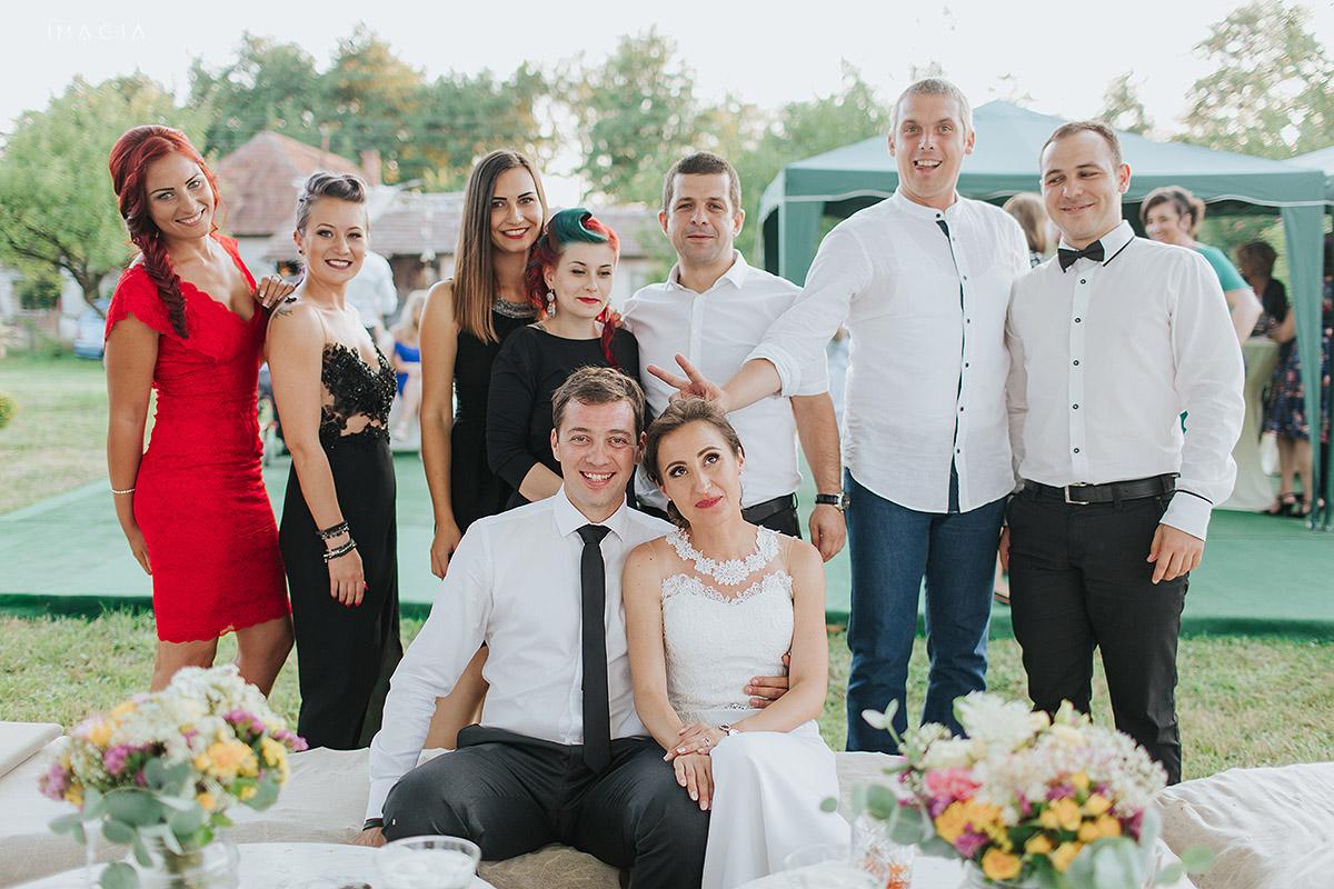 Portret de grup la o nunta in Baia Mare fotografiata de imagia.ro
