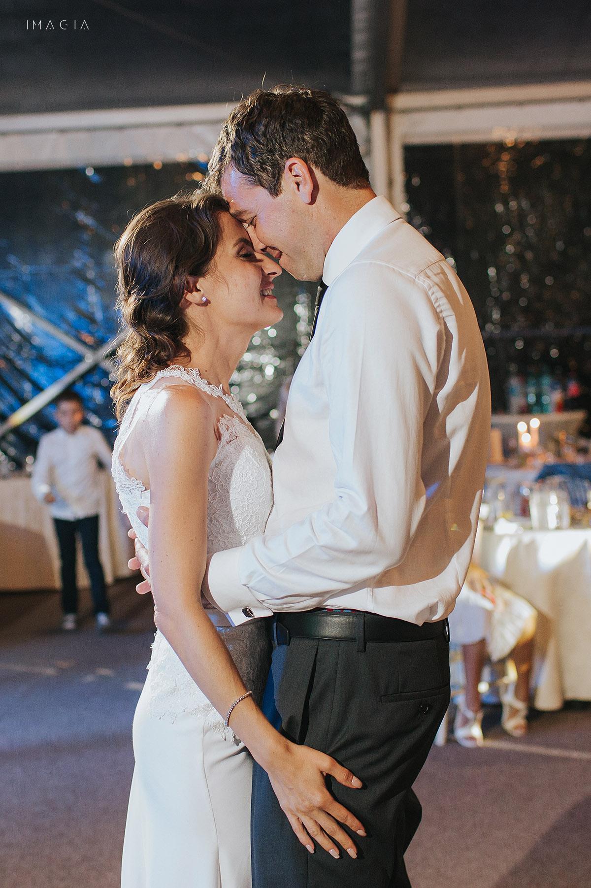 Miri dansand la o nunta in Baia Mare fotografiata de imagia.ro