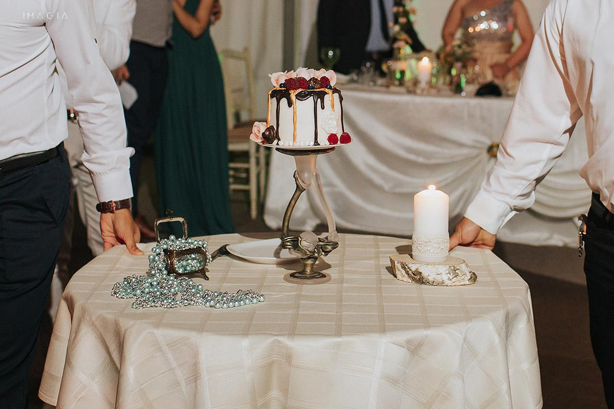 Tort mic la o nunta in Baia Mare fotografiata de imagia.ro