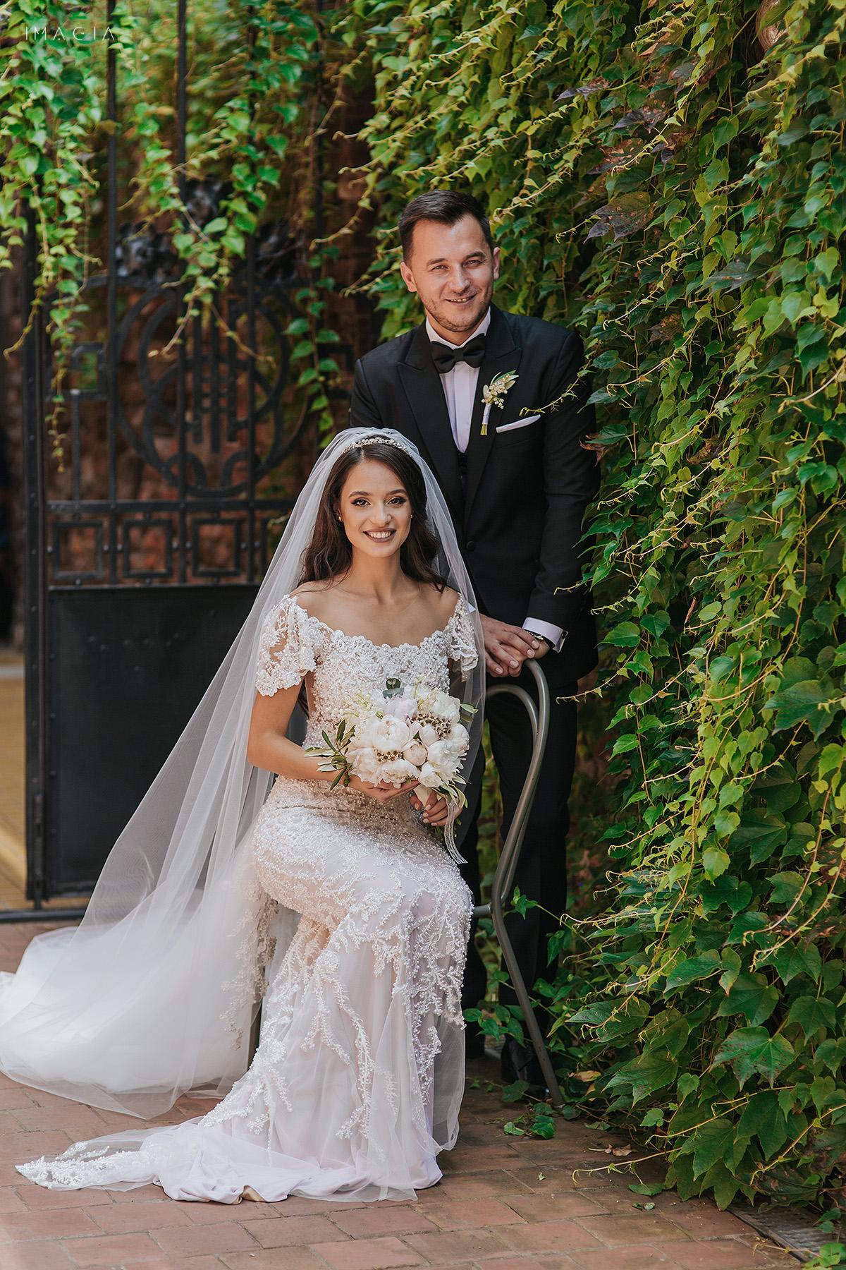 Sedinta foto de nunta in Satu Mare la Hotel Poesis cu rochie de mireasa creata de Ioana Calin