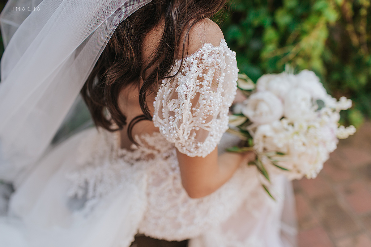 Sedinta foto de nunta in Satu Mare la Hotel Poesis cu o rochie de mireasa de la Ioana Calin
